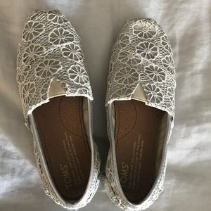 Toms- Girls Youth size 13.5